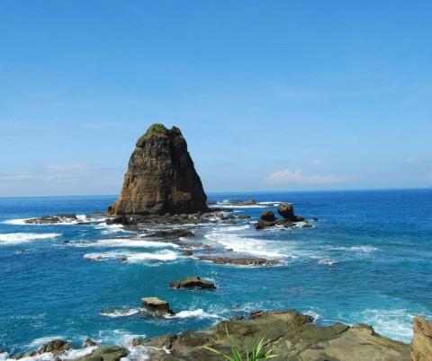 Wisata-Pantai-Ngliyep-1024x859