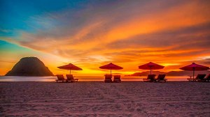 Sunset-di-Pantai-Pulau-Merah